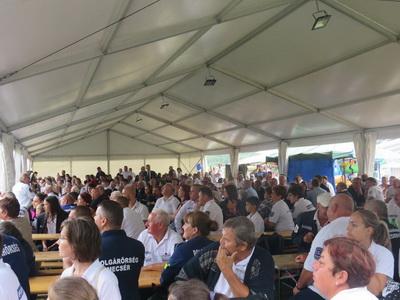 0f51de19b3 ... Kristóf szavalata után Radicsné Kincses Mária, a község polgármestere  nyitotta meg az eseményt és rögtön megörvendeztette a helyi polgárőr  egyesületet.